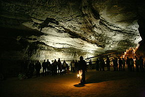 290px-Mammoth_Cave_tour