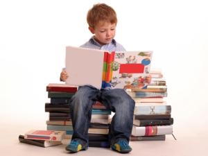 cute_boy_reading_books