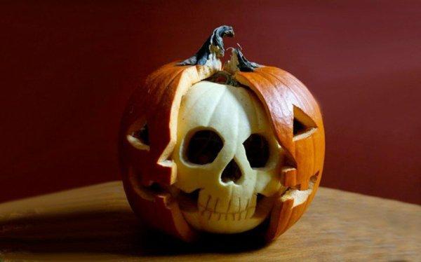 hallowen-kürbis-schnitzen-vorlagen-kürbis-gesicht-basteln-totenkopf